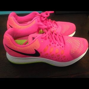 Nike Shoes - Nike size 8 shoes
